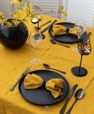 Juodos spalvos žvakidė stalo dekoravimui